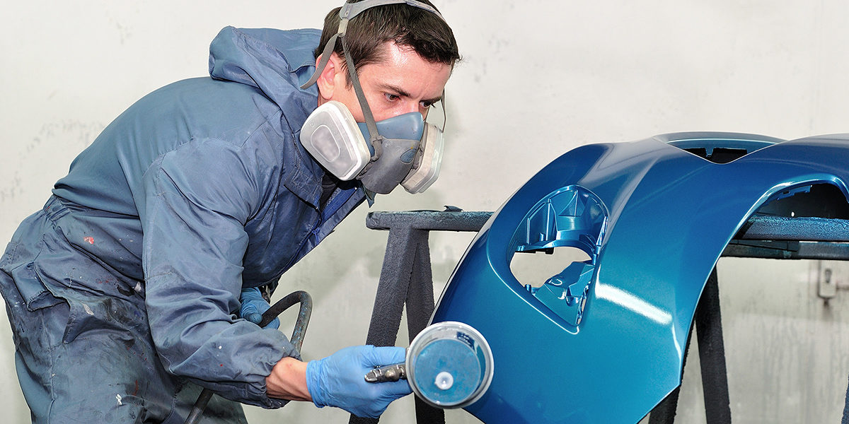 Proffesional car body repair, Painting blue bumper. Schlagwort(e): car painting, painting, airbrush, car, coat, color, crash, door, gun, lacquer, paintbox, professional, front, blue, repair, smart, spot, spray, fender, varnish, mask, masking, box, vehicle, work, body, compressor, bodywork, body, work, cover, garage, paintwork, paper, tape, service, worker, man, painter, booth, mechanic, silver, blue, blue bumper